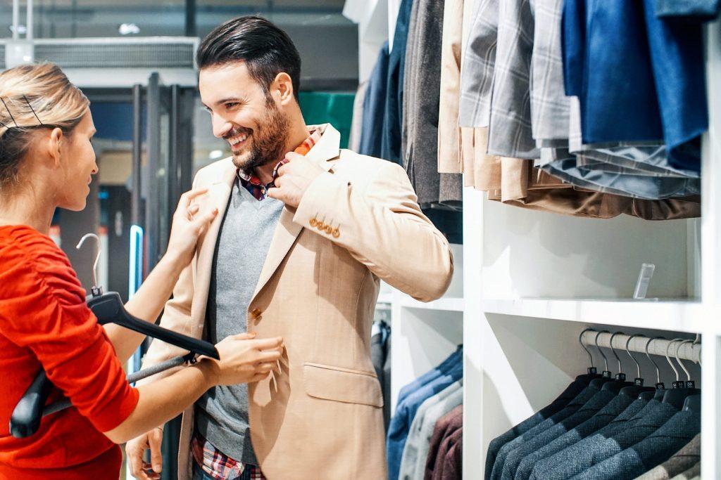 Certains détaillants imitent le language corporel de ses clients afin de faire plus de ventes.