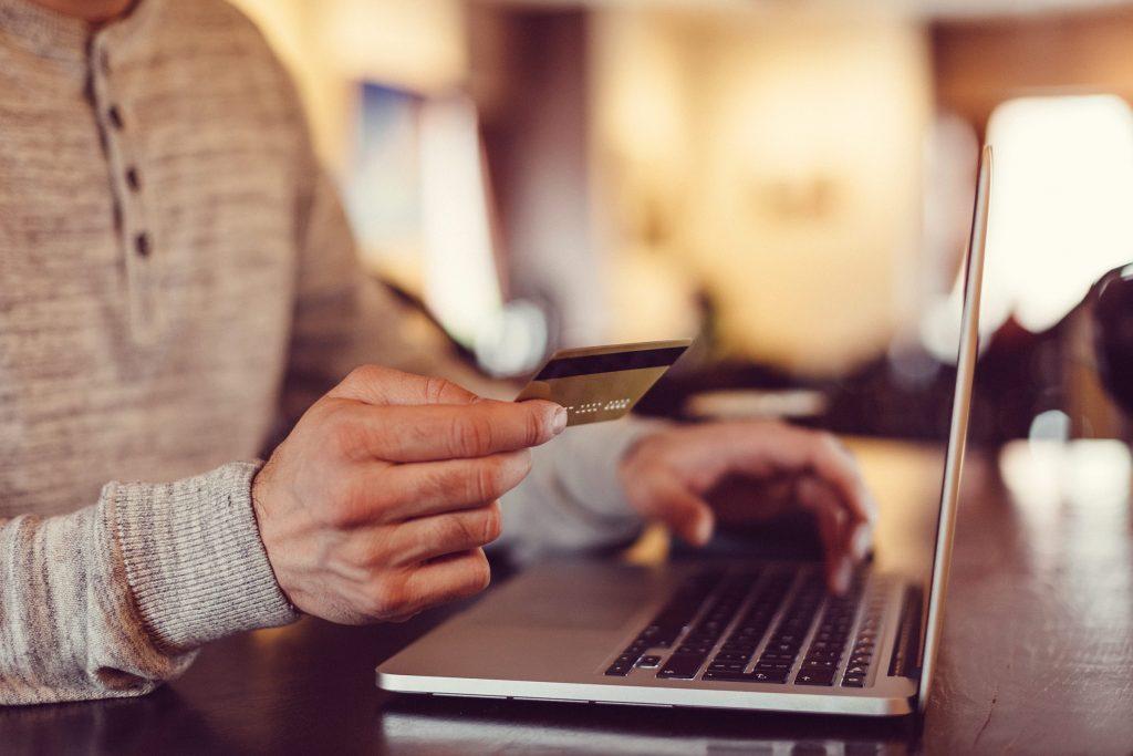 Les commerces en ligne conservent vos informations personnelles pour faciliter la consommation.