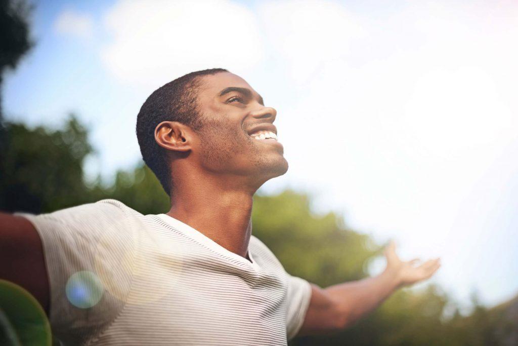 L'augmentation extrême de l'humeur peut être liée à un trouble bipolaire.