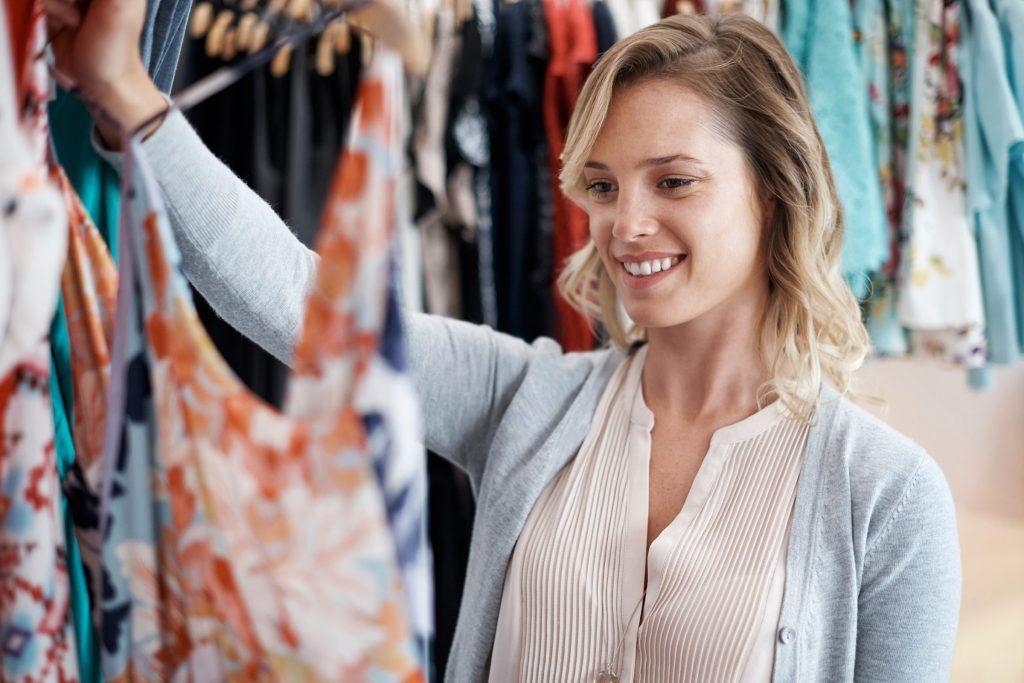 Les détaillants mettent de la musique lente pour ralentir votre rythme et que vous restiez plus longtemps dans leur magasin.