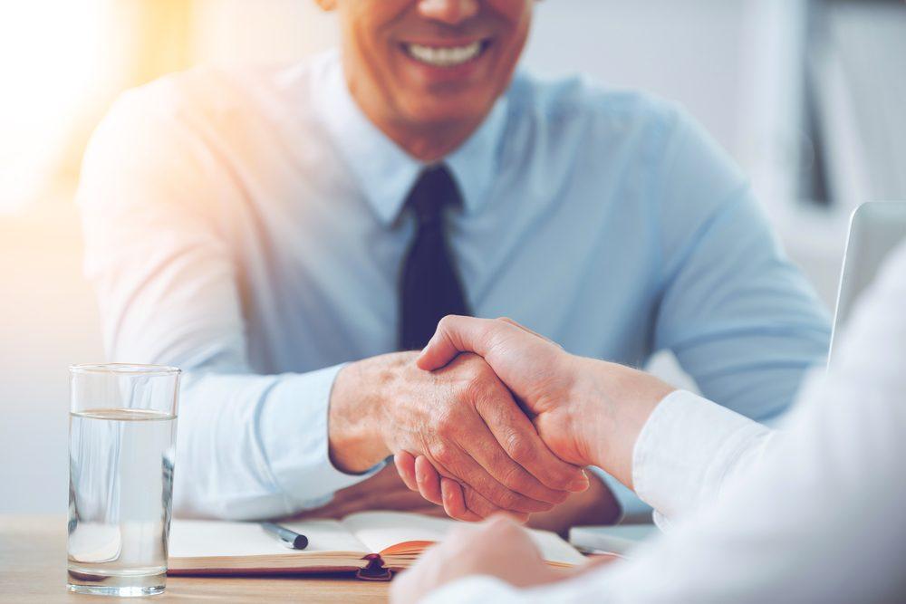 Utilisez les mots persévérant et curieux lors d'une entrevue d'embauche.