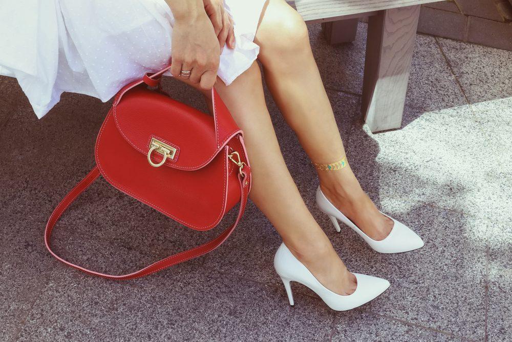 N'hésitez pas à choisir une couleur voyante pour votre sac à bandoulière de tous les jours.