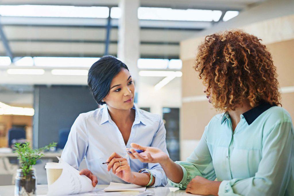 Lorsque les gens souffrant de bipolaire parle très vite, ils sont dans un phase de manie.