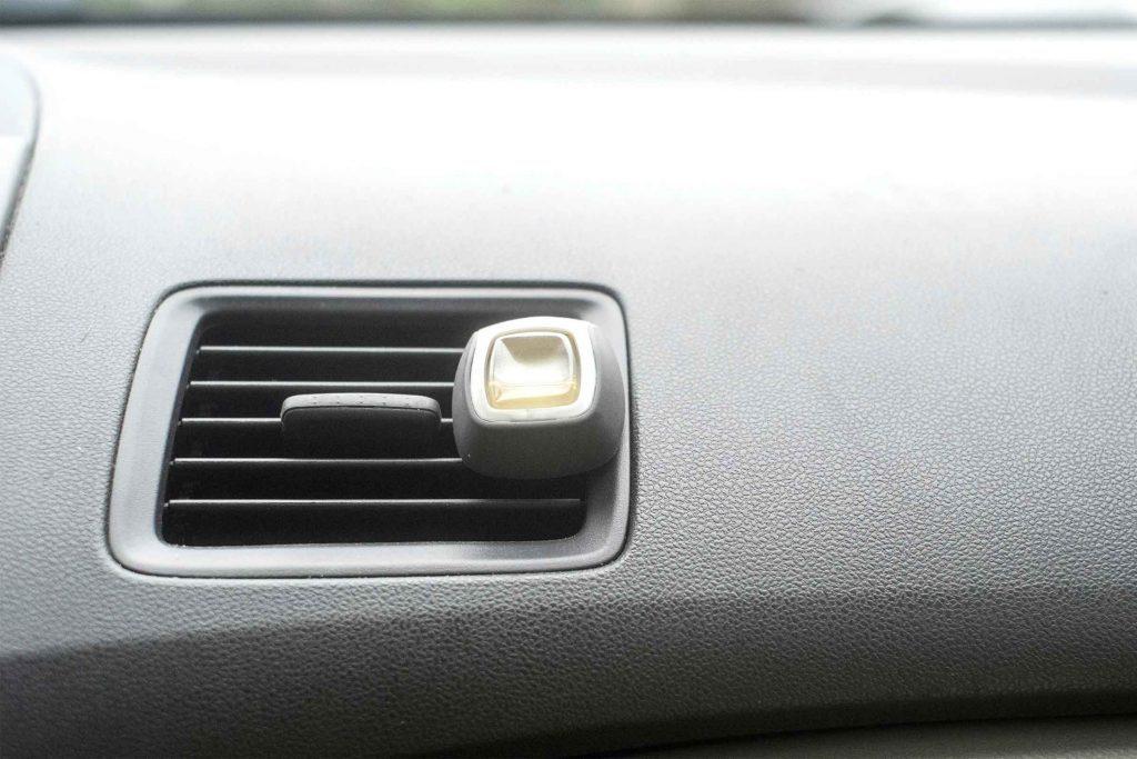 Utilisez un diffuseur de fragrance dans votre auto pour contrôler votre stress.