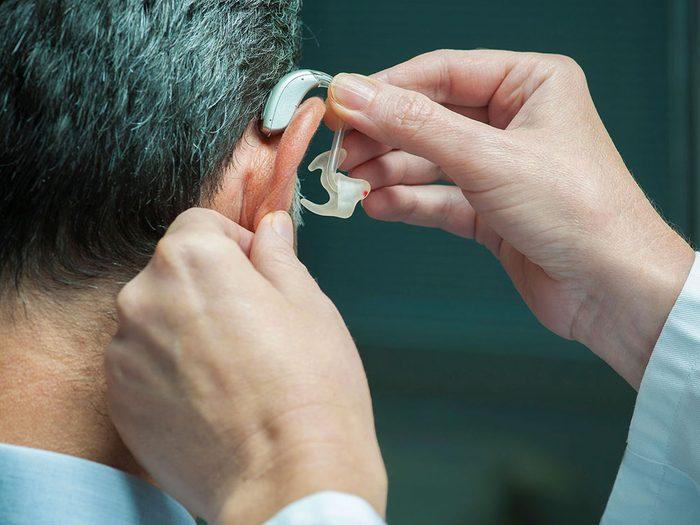 Un appareil auditif juste en cas d'acouphènes.