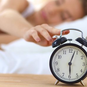 Sommeil de mauvaise qualité: Si vous éteignez le réveil sans arrêt le matin, cela peut vouloir dire que vous n'avez pas bien dormi.