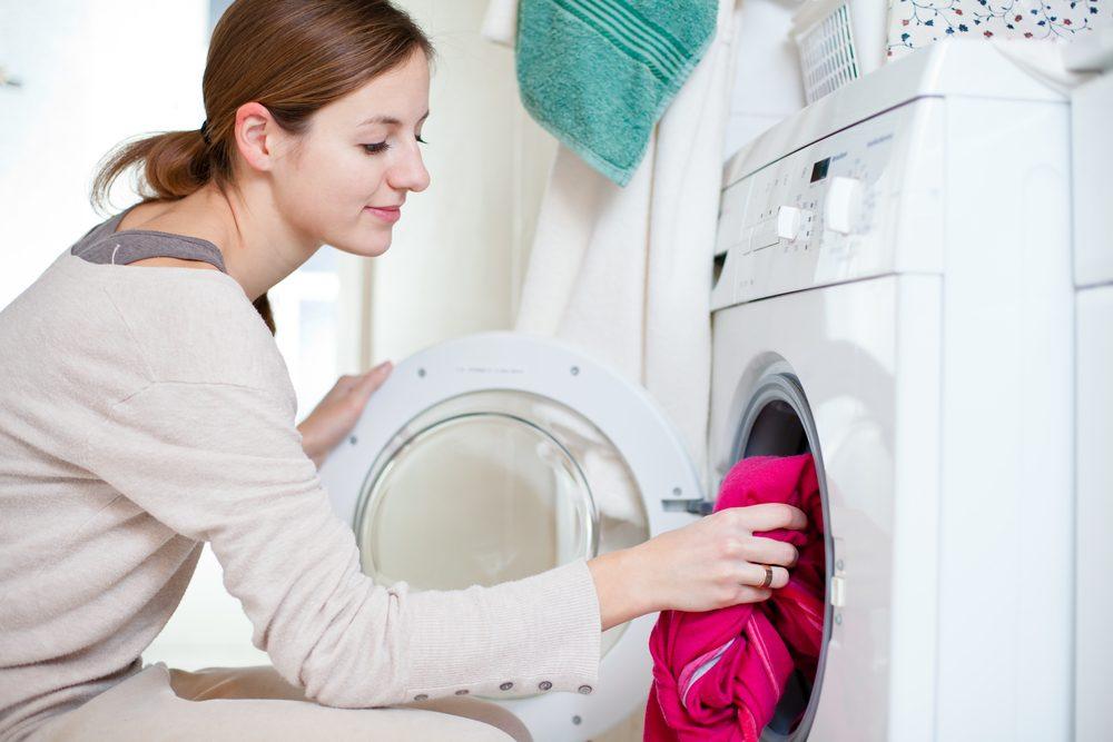 Faites un test de décoloration avant de laver vos vêtements colorés avec d'autres vêtements.
