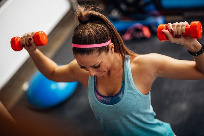 Maigrir en dormant: essayez la musculation pour augmenter votre métabolisme.