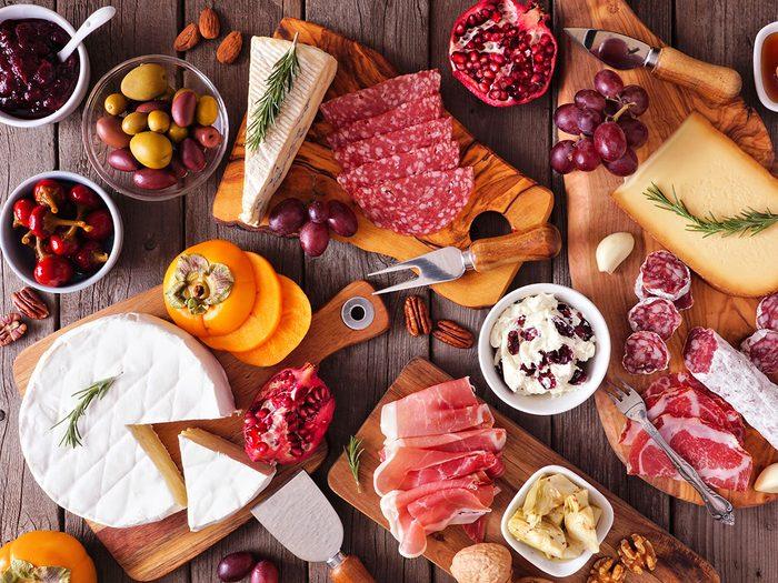 Les aliments riches en gras provoquent des maux de ventre er des gaz.