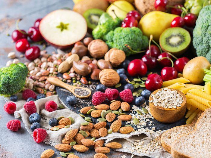 Une alimentation trop pauvre en fibres peut provoquer des maux de ventre er des gaz.