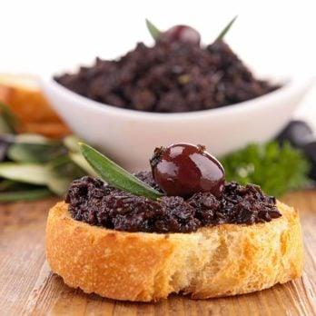 Tapenade à base d'anchois, d'olives et de câpres