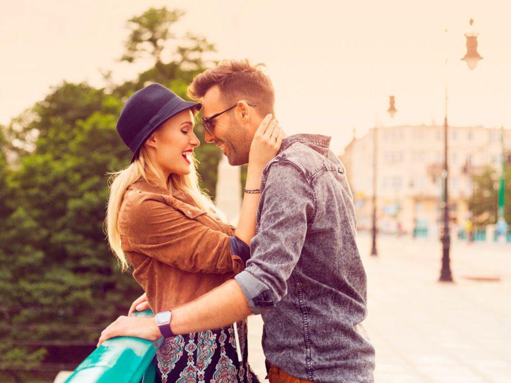 Séduire: le physique, l'émotionnel, l'intellectuel et le spirituel forment ensemble la chimie romantique.