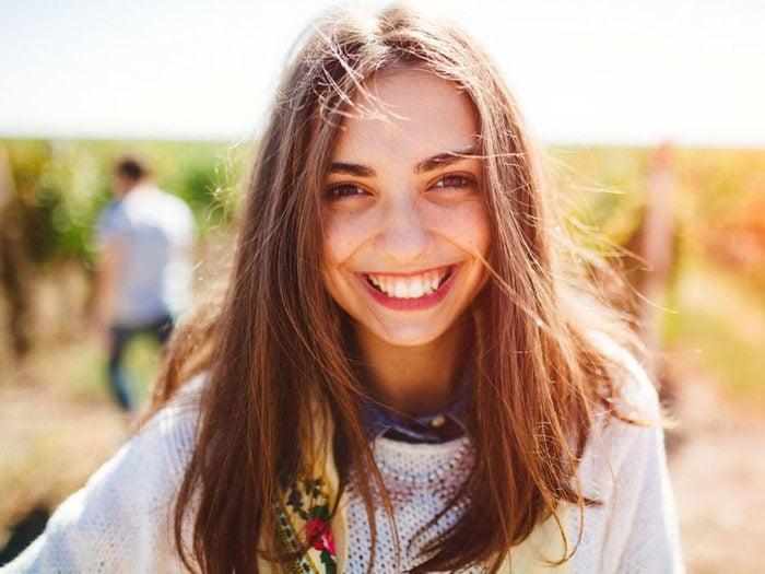 Pour séduire, commencez pas dire bonjour et souriez.