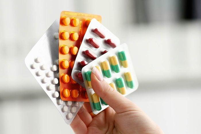 Remède contre la toux : les antihistaminiques peuvent soulager.