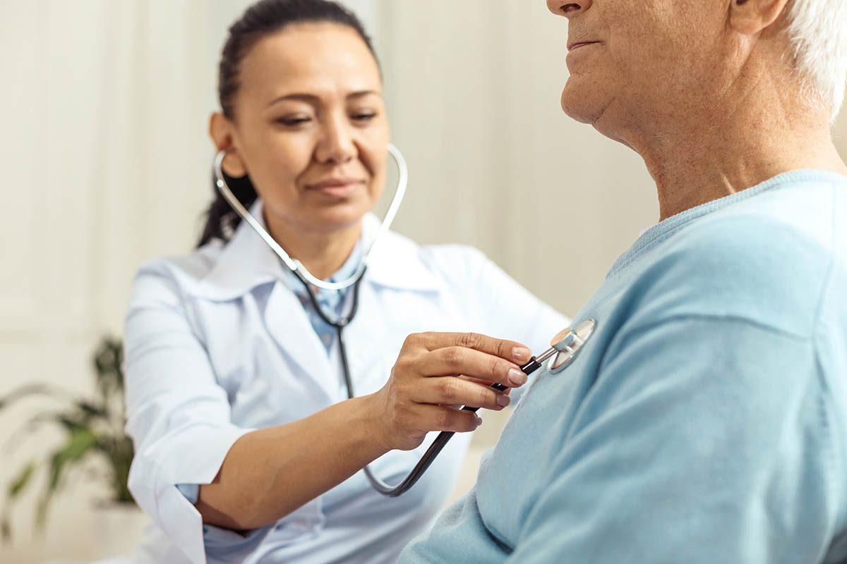 En cas de toux, faut-il consulter un médecin?