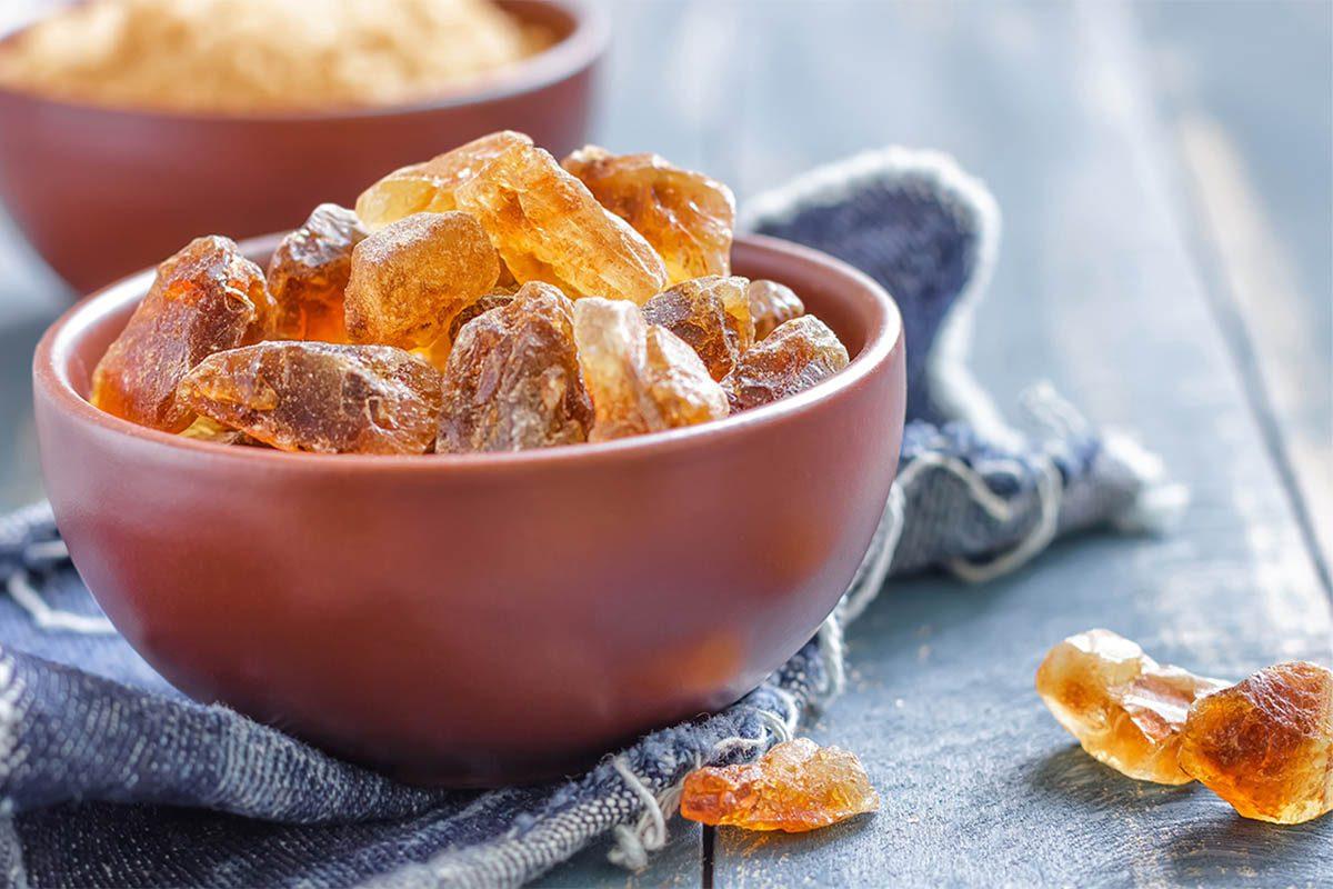 Remède contre la toux : préparez du sucre candi maison.