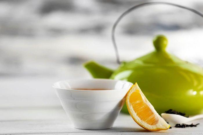 Pour calmer la toux, buvez un thé au citron.