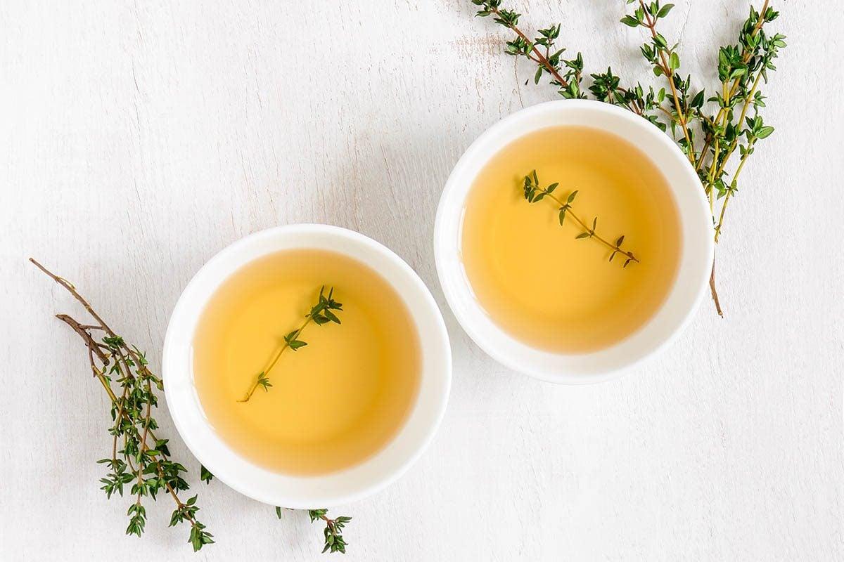 Pour combattre la toux, buvez une infusion de thym frais.