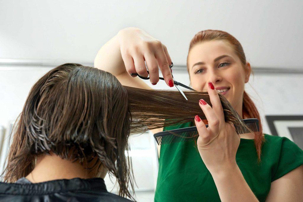 Lorsque vous déciderez de virer au gris, il se peut que vous vouliez essayer une nouvelle coupe de cheveux.