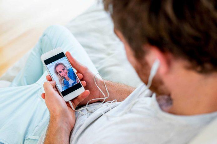 Les couples durables s'ennuient l'un de l'autre lorsqu'ils ne sont pas ensemble.