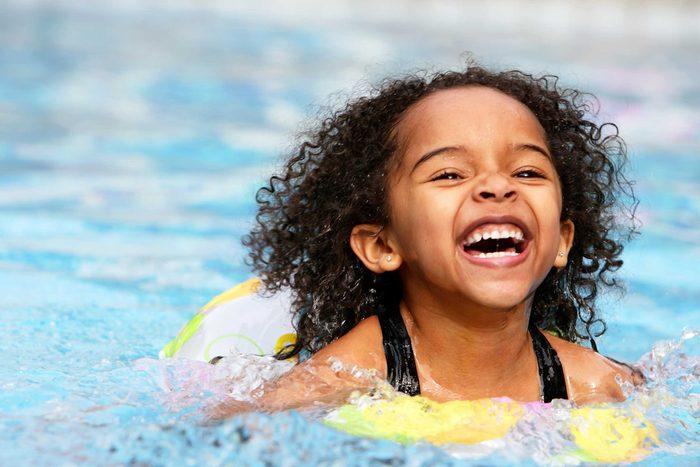 La plupart des bateaux de croisières n'ont pas de sauveteurs pour les piscine, il est donc primordial de bien surveiller vos enfants lors des baignades.