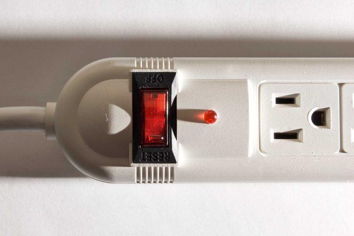 Amener une barre d'alimentation pour recharger vos appareil lors de votre croisière.