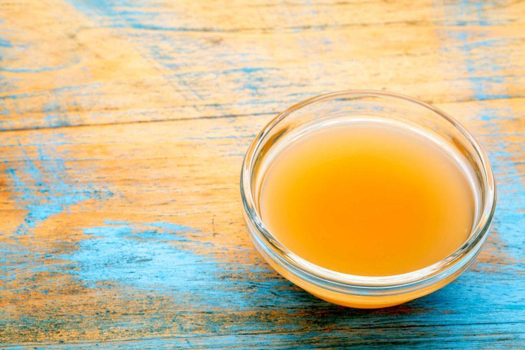 Le vinaigre de cidre peut être utilisé pour rafraichir votre visage si vous n'avez pas le temps de prendre une douche.