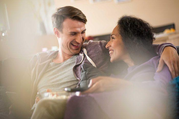 Avoir envie de partager ses histoires à l'autre est un signe de confiance au sein du couple
