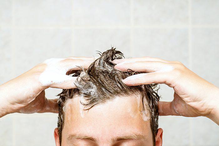 Certains shampoings sont très efficaces contre le vieillissement et la perte de cheveux.