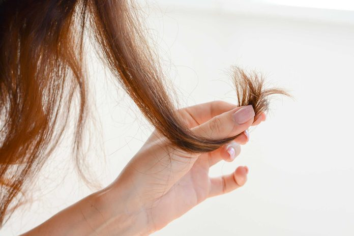 Lorsque vous déciderez de virer au gris, il se pourrait que la texture de vos cheveux change.