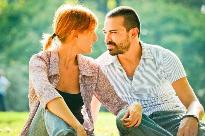 Les couples durables n'essaient pas d'éviter les discussions difficiles.