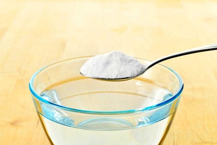 Faites votre propre solution pour vaporiser vos vêtements et leur donner une odeur fraiche.