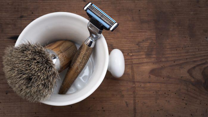 Les rasoirs pour hommes peuvent très bien convenir aux femmes.