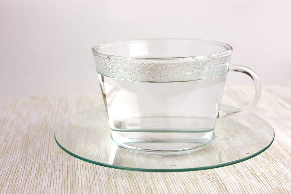 Arrêter le hoquet: parmi les trucs efficaces, l'eau chaude.
