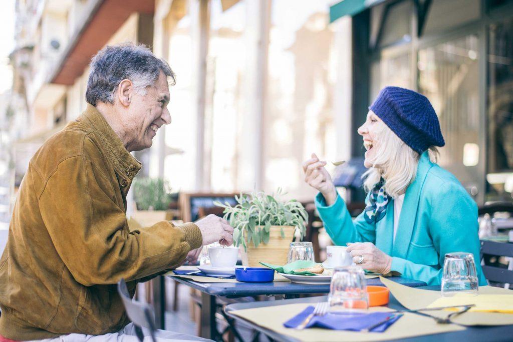 Faites rire par le biais de l'humour, pour séduire dans une conversation