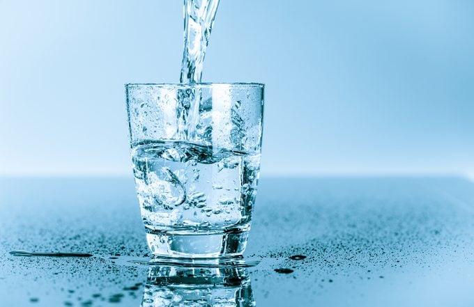 Boire assez d'eau est essentiel pour votre santé.