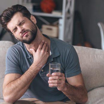 Cancer de la gorge: 6 symptômes et signes à ne jamais ignorer