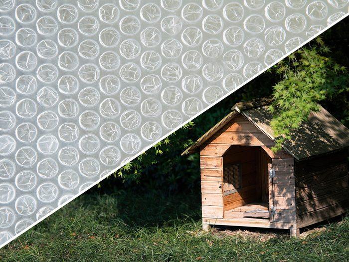 Améliorer le confort de la niche du chien avec du papier bulle.