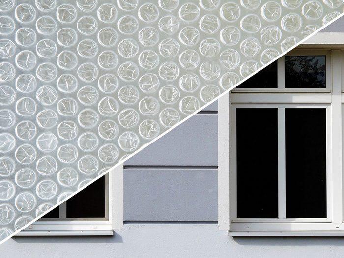 Supprimer les courants d'air des fenêtres avec du papier bulle.