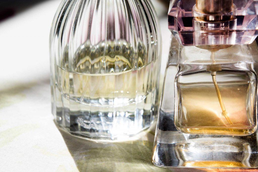 l'odeur de votre parfum s'évanouira probablement quelque part entre le moment où vous partez pour le bureau et celui où vous arrivez au cinq à sept