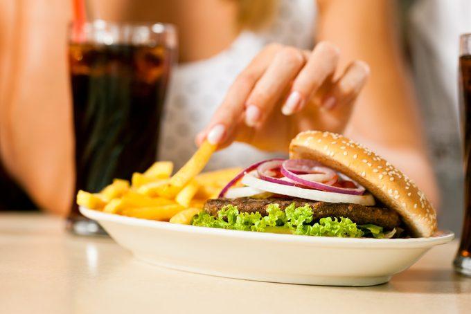 Est-il possible de manger santé dans la restauration rapide?