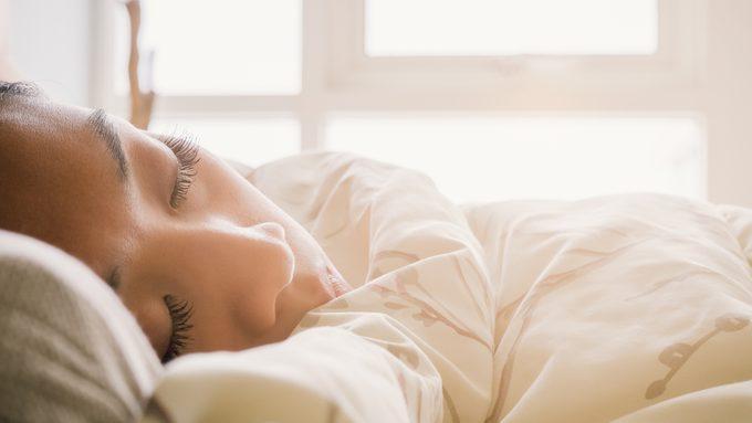 L'alimentation joue un rôle crucial dans la qualité du sommeil.