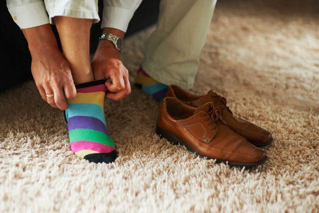 Symptômes de la sclérose en plaques : Vos chaussettes sont dépareillées