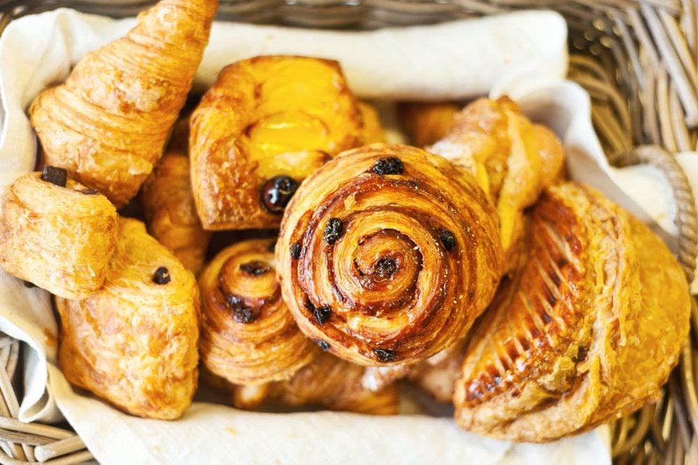 Viennoiseries, croissants et pains au chocolat: combien de calories dans ces gâteries?