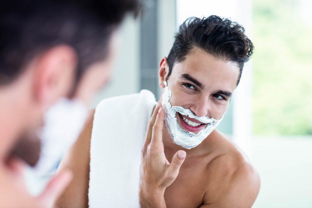La crème à raser pour homme est un produit beauté qui peut être utilisé par les femmes.