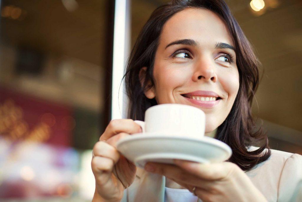 Le café peut tacher l'émail de vos dents.