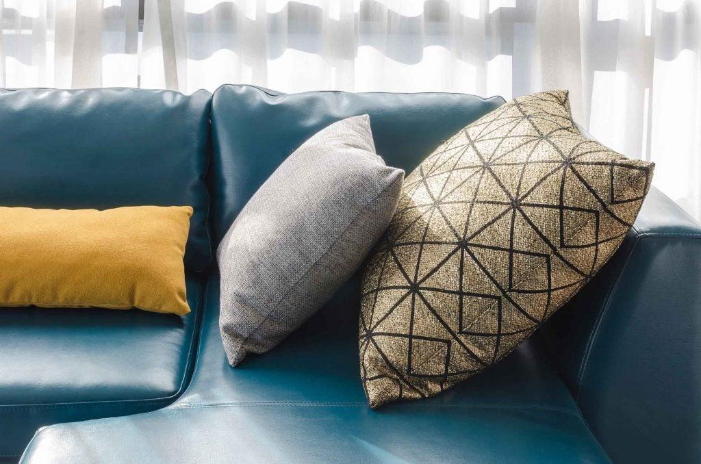 L'agencement des coussins est très important dans la décorations d'une pièce.