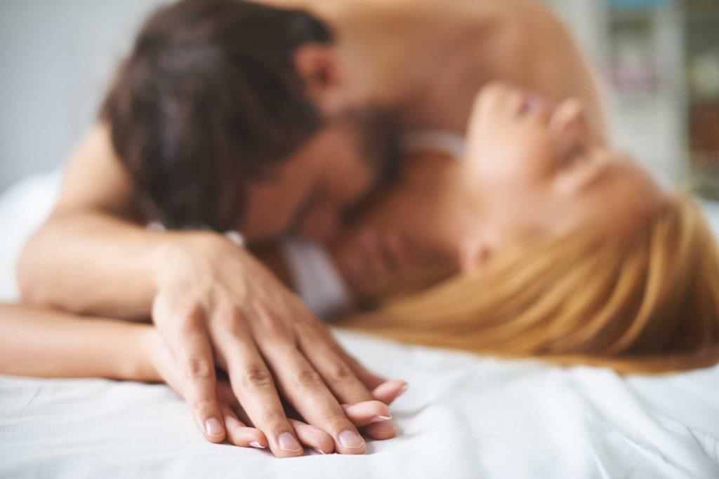 Se remettre en question et penser à son partenaire est important pour avoir une vie sexuelle épanouie.