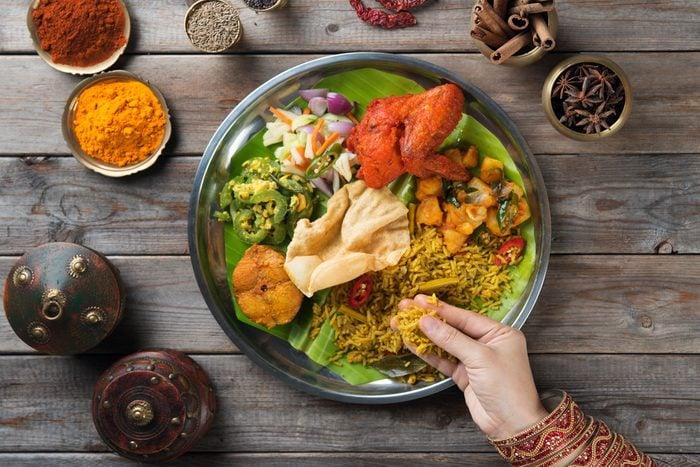 Il est mal vu de se servir de sa main gauche pour manger en Inde.