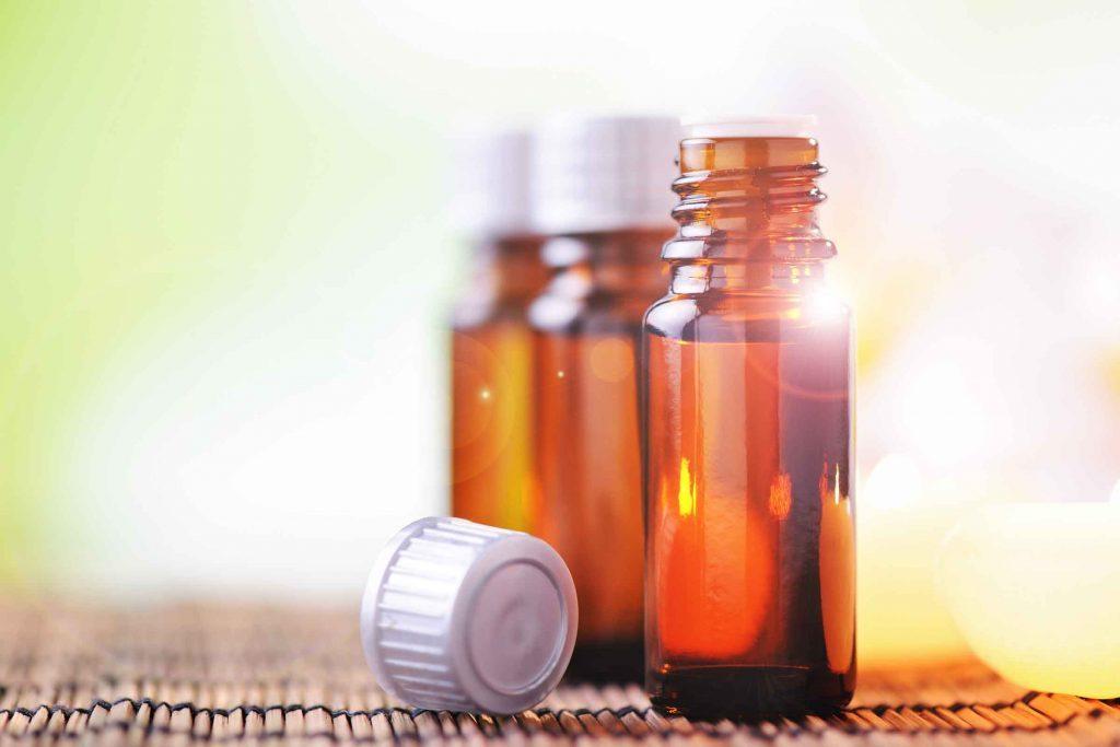 L'huile de théier est un remède maison efficace contre les points noir.